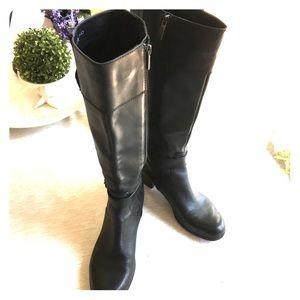 Bandolino Cazadora black leather side zip boots